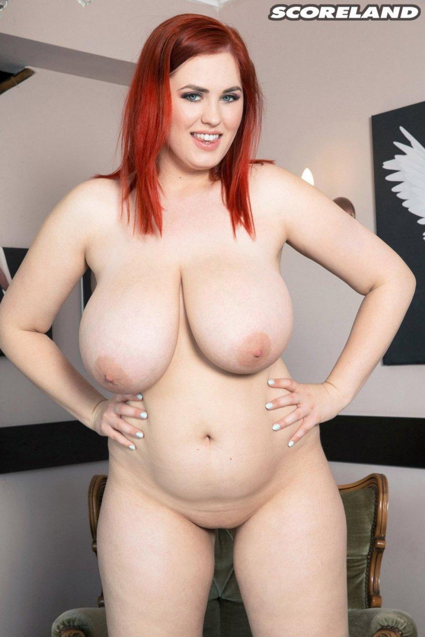 стянула рыжая голая толстая девушка примерилась, закрыла