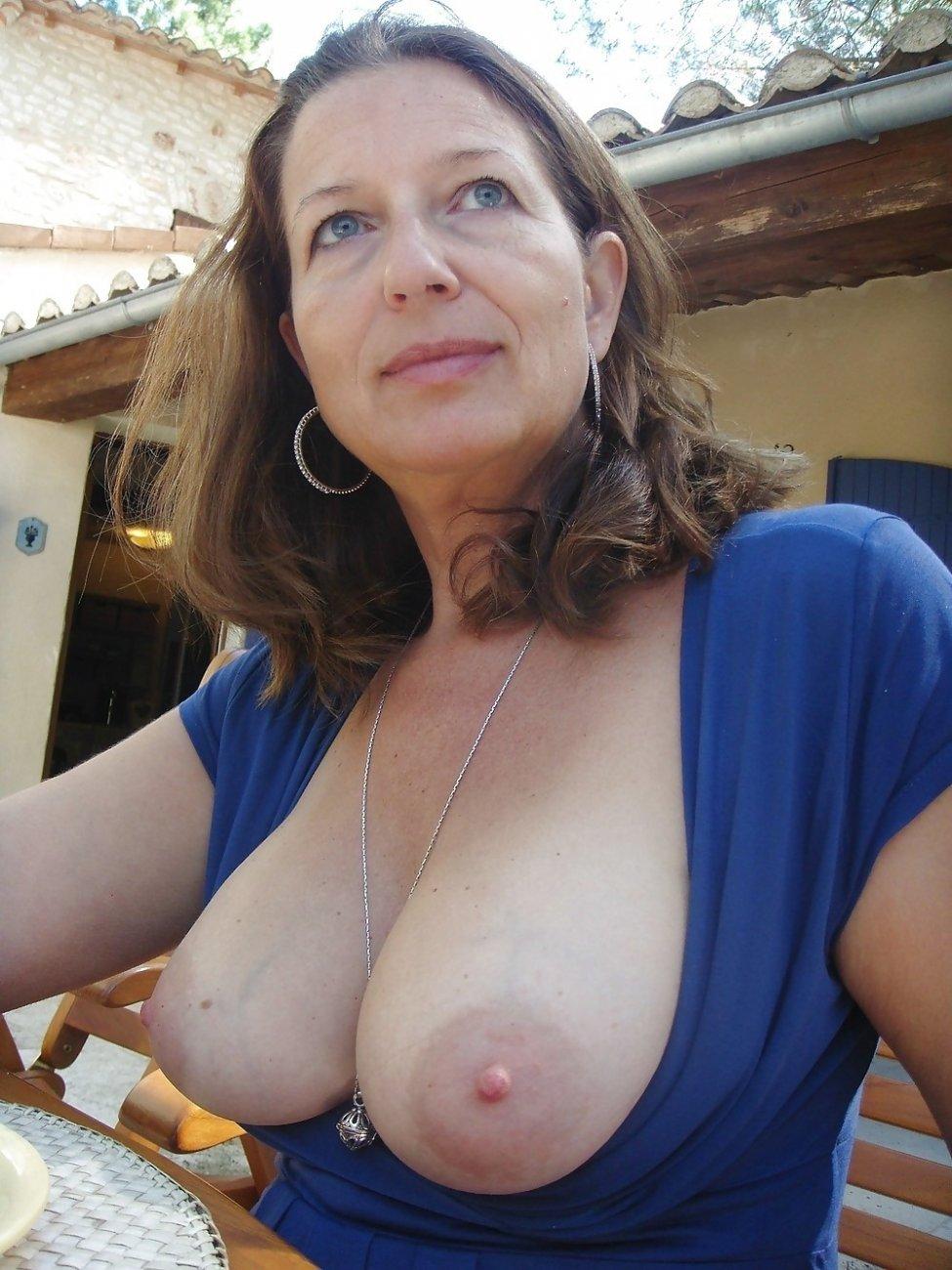 busty-mature-women