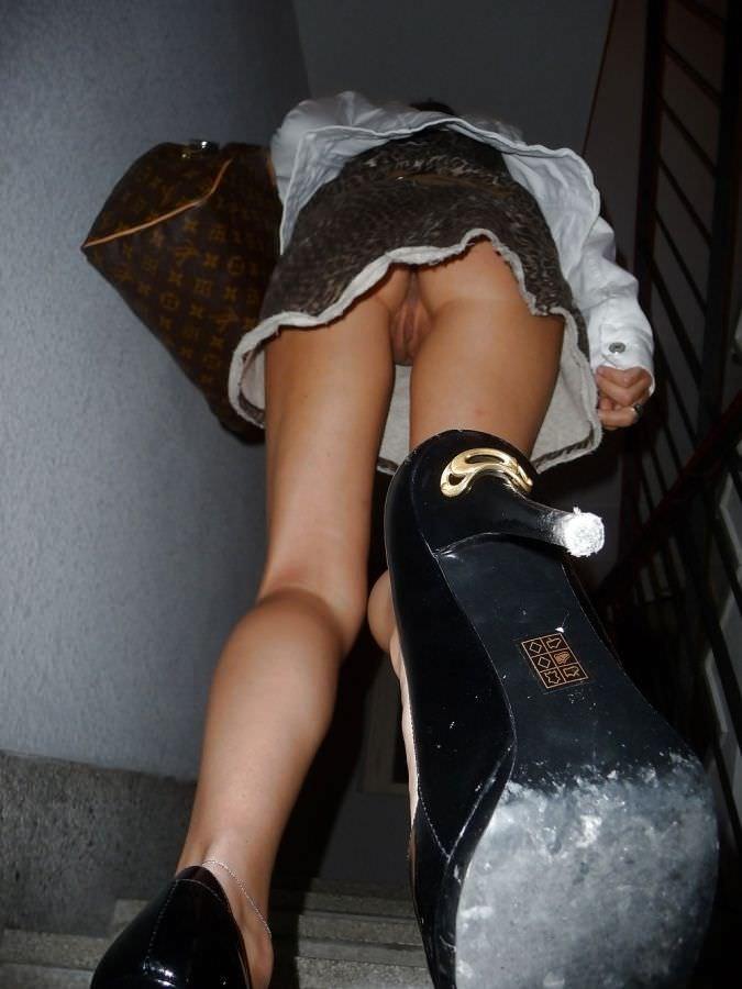 сексуальные порно полнометражное с переводом под юбкой без трусов временем