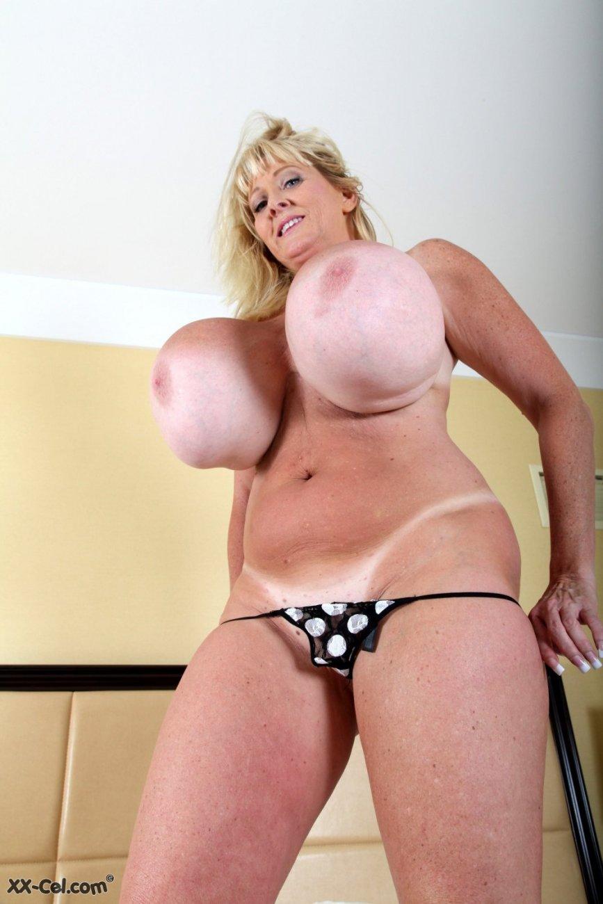 Голые взрослые тетки с большими сиськами, охуенные жопы порно звезды фото