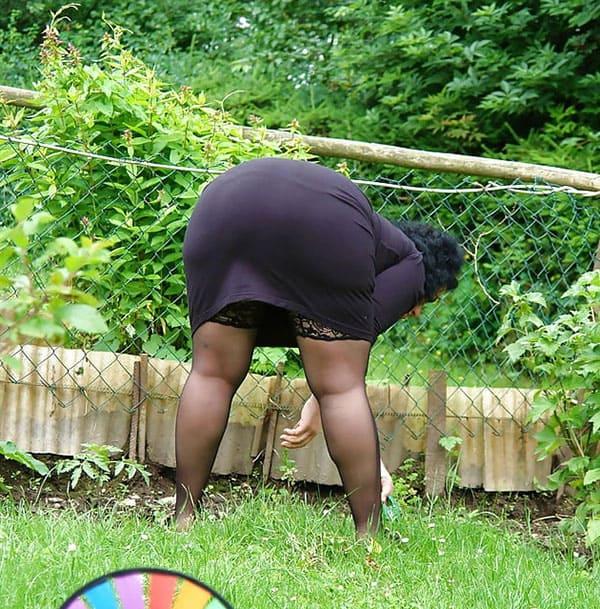 Под юбкой фото толстые #13