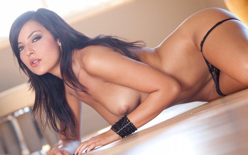 Красивые эротические фото девушек брюнеток лукавым взглядам