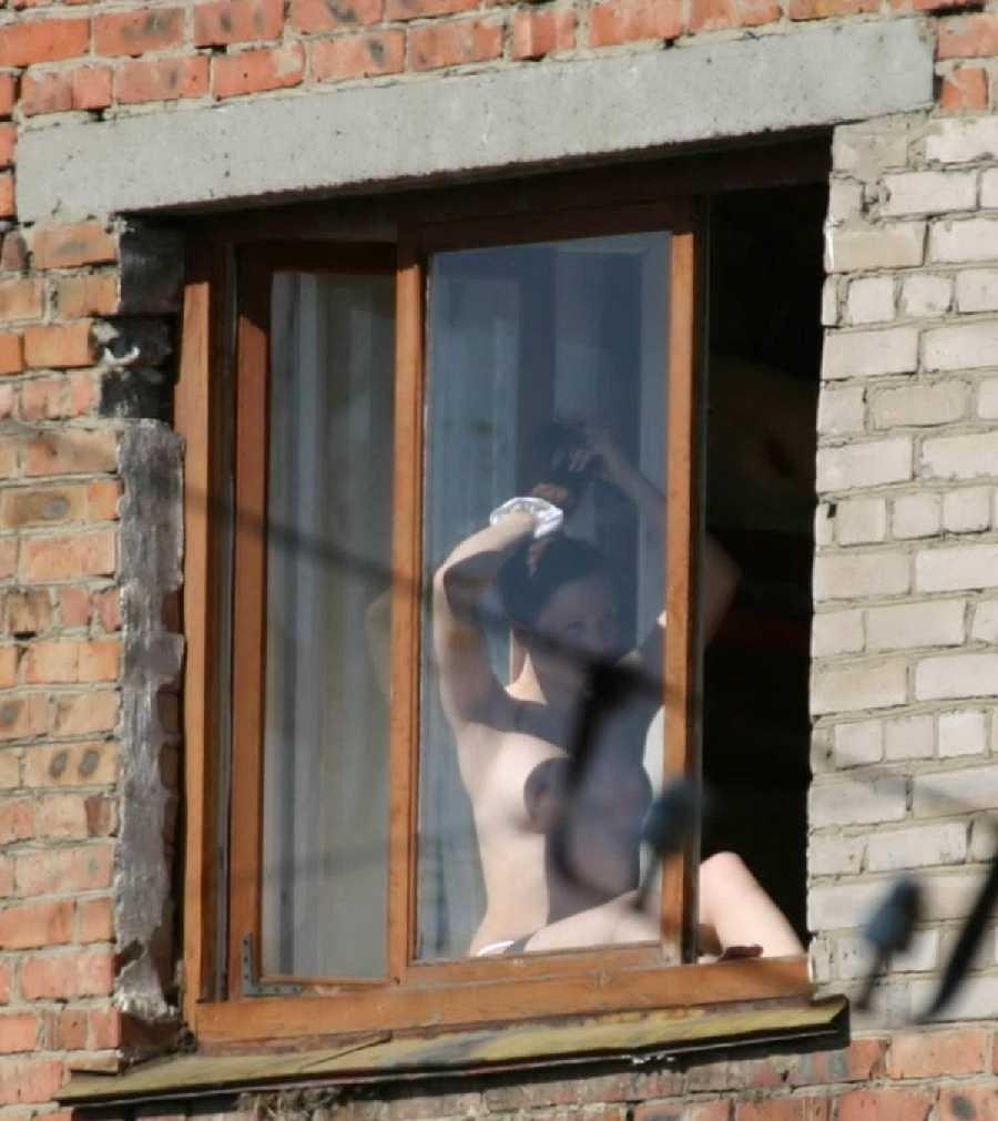 Худенькой огромные как парень онанирует перед девушкой в доме напротив частное тетки красивые
