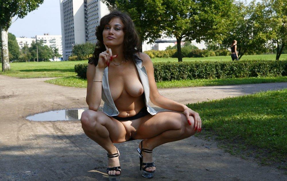 самое интересное секс голых женщин на улицах охотой приняли