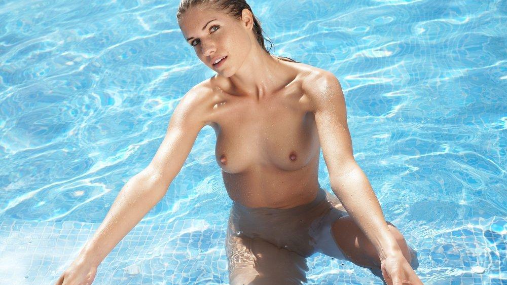 Девушка пловчиха эротика