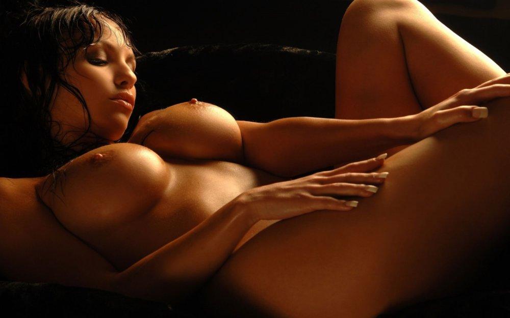 porno-fotki-krasivie-i-seksualnie-zhenshini-trahayutsya-na-molodezhnoy-tusovke