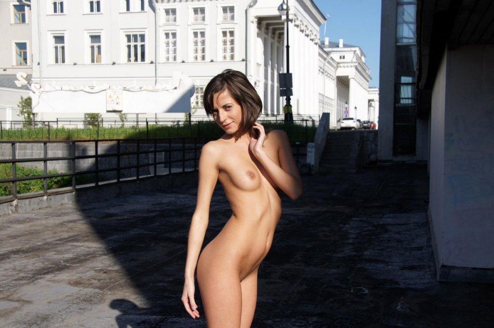Эротика раздевание девушек фотогалерея приколы онлайн обнаженные