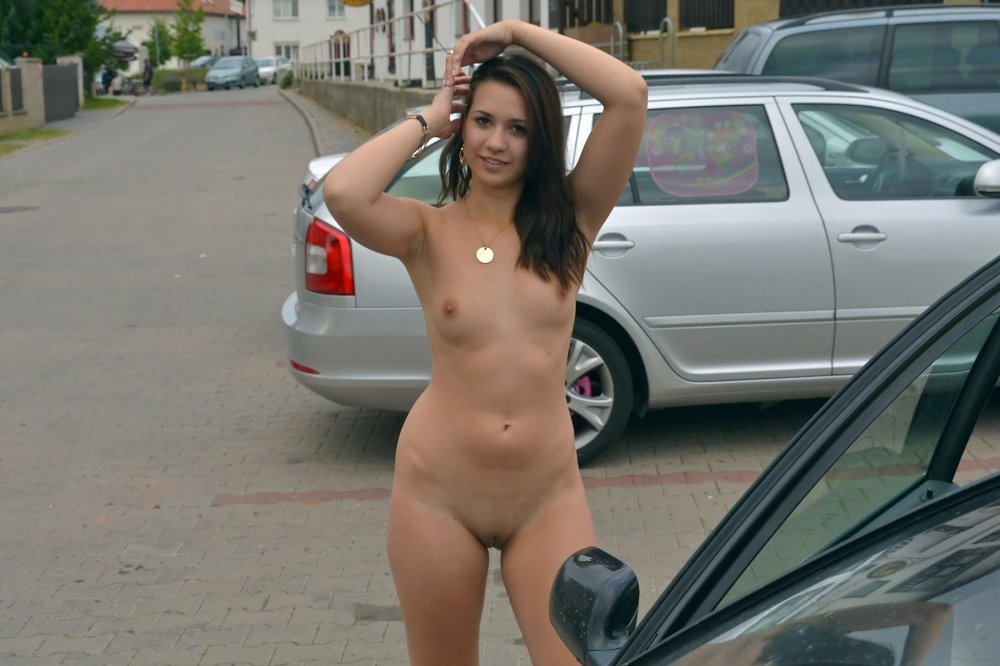 Video girl tow naked