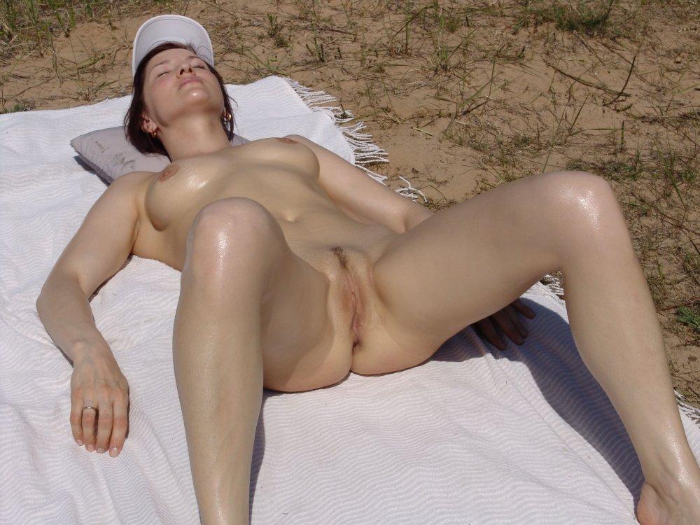 erotika-zheni-zagorayut-golie-darya
