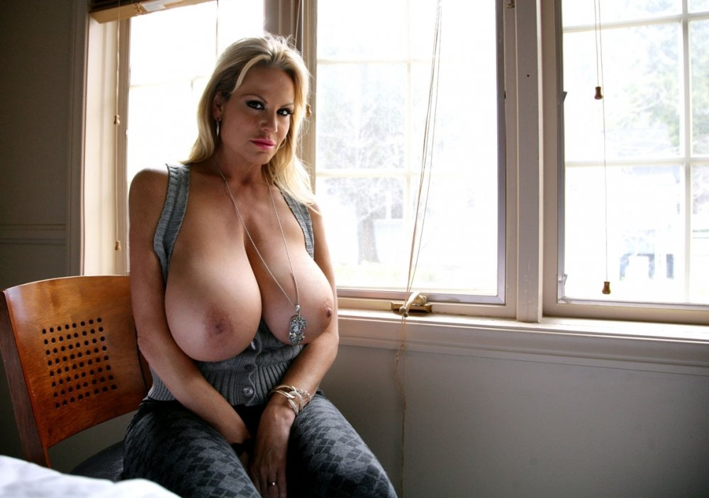 Neighbor big tits, avril lavigne poran photo