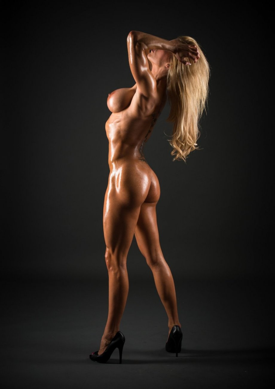 Hot naked muscled girls