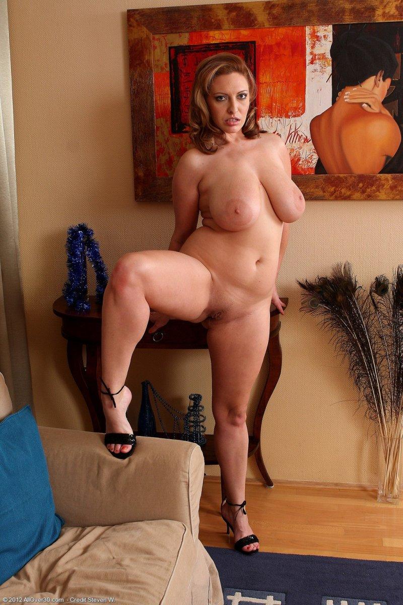 Sexy curvy milfs pics